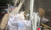 回龙小区绿化带 缘何成了废品堆