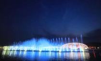 音乐喷泉演绎浪漫中秋夜