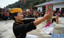 西藏墨脱:文艺队走进灾区安置点
