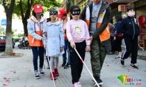 10月15日国际盲人节:体验盲道 关爱盲人