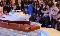 """庆祝改革开放40周年大型展览 中国航天宇航服、""""深海一号""""引围观"""