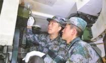 """武器""""眼睛""""的守护者 ——记联勤保障部队某储供基地保管队技师黄山峰"""