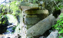 升玄观入口处—— 桥旁发现神秘石洞