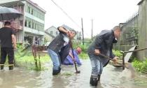 雷甸镇迅速行动排除积水