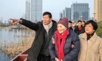 百岁老人喜看新城