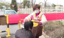 众志成城 防控疫情 志愿者义务为村民理发