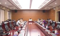 县政府党组(扩大)会议传达学习全国两会精神