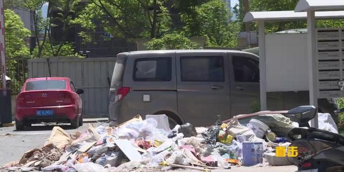 直击  装修垃圾清运不及时  星福家园环境问题多