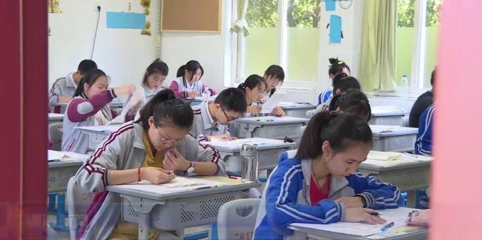 我县3200多名学生参加中考